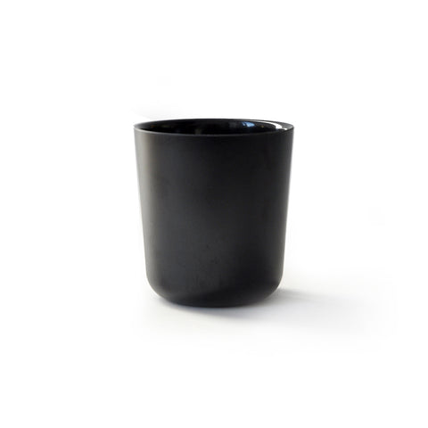 Medium-sized cup in black