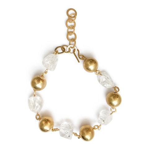 A necklace assembled in a thread of five golden polished balls and five rustic beads of quartz crystals. The clasp on the back allows for easy size adjusting.