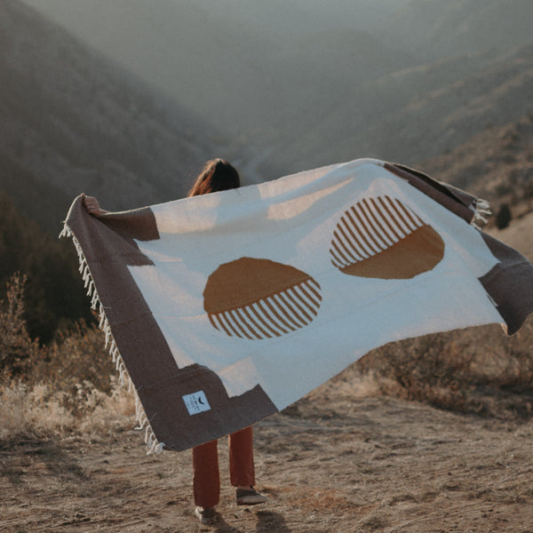 Outdoor Horizon Blanket
