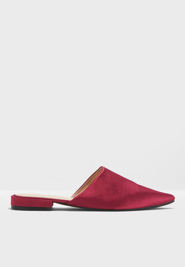 Russian Point Toe Flat Mule