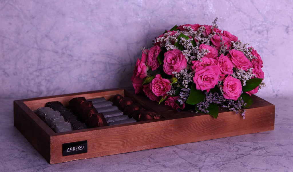 Gift Flowers with Chocolate - A wooden tray that contain roses and mix 1\4 kilo chocolates