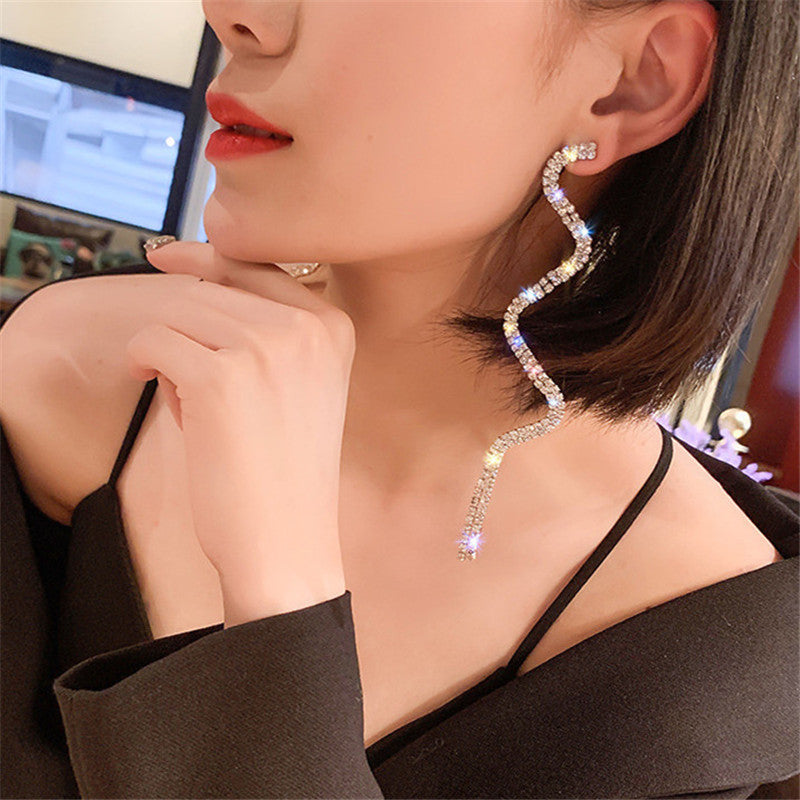 FYUAN Long Tassel Crystal Drop Earring for Women Shiny Gold Silver Color S Shape Rhinestone Dangle Earring Wedding Party Jewelry