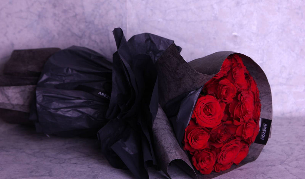 Love Flowers Gift - Red roses hand bouquet