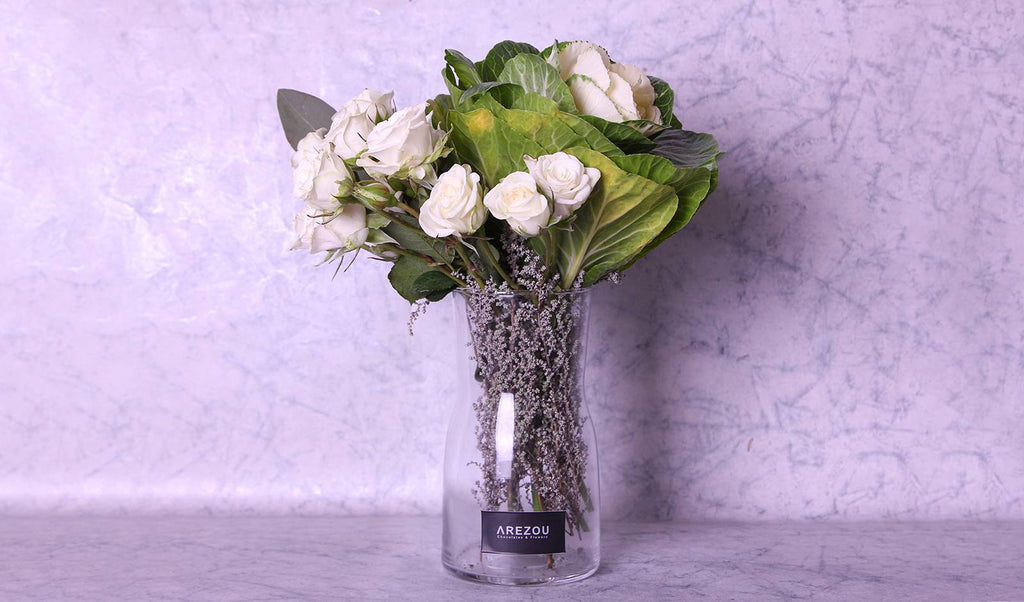 Flower Vases - Mix flower arrangement in clear vase