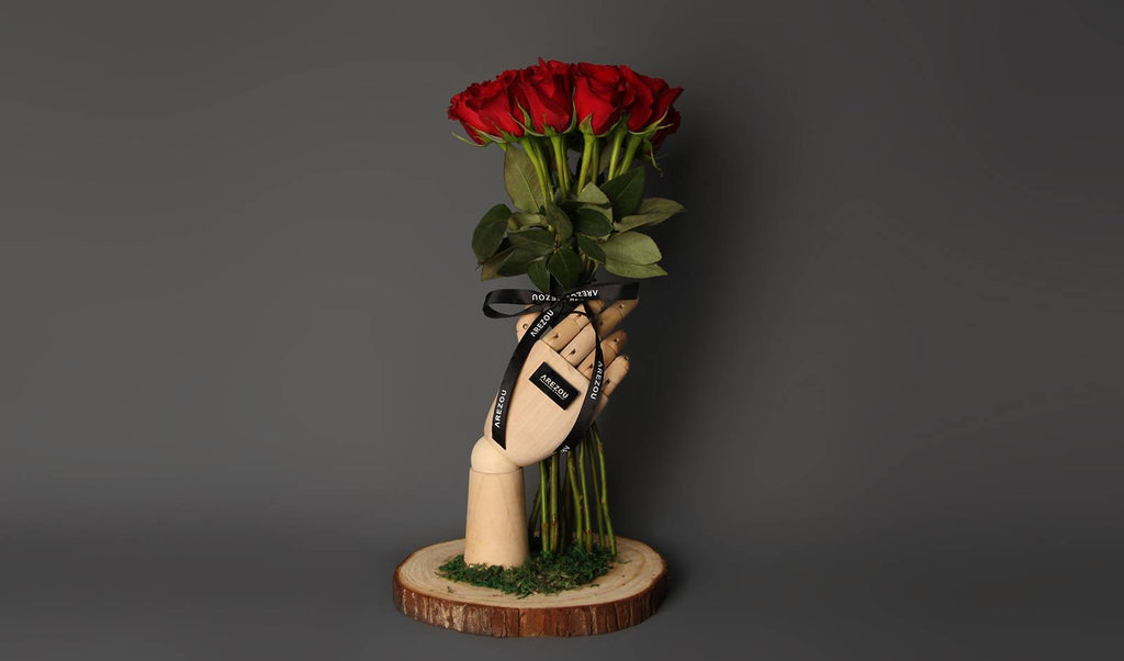 Valentines Flower Gift - Bouquet in a wooden hand