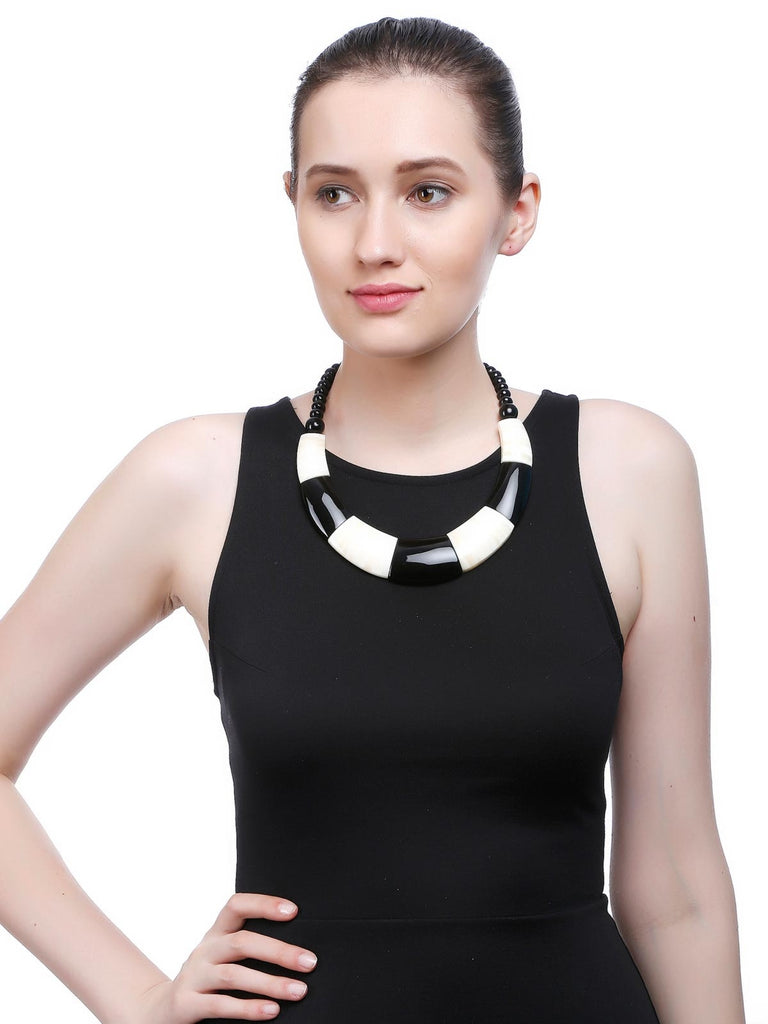 Black And Off White Fashion Necklace