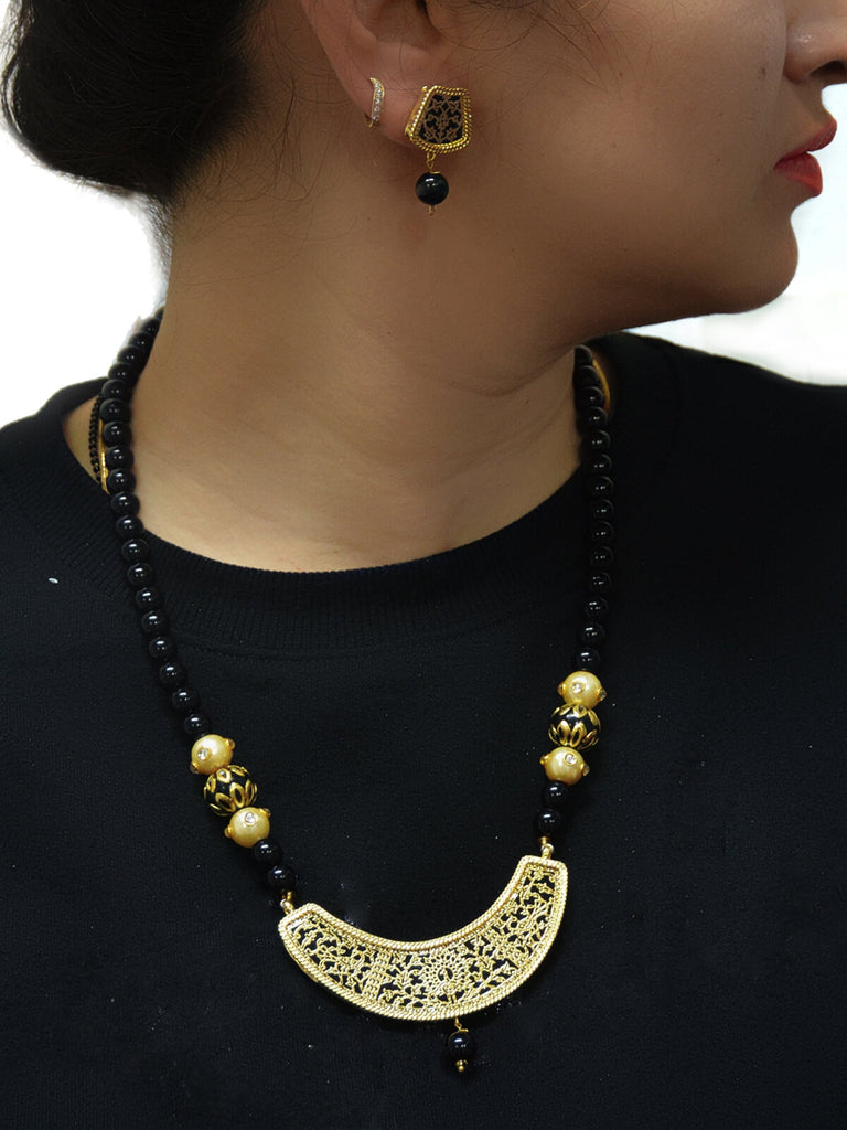 Stylish Disha Black Stone Thewa Nacklace Set