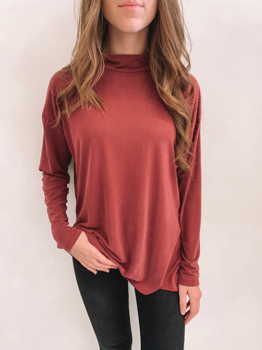 Wine Mock Neck Basic