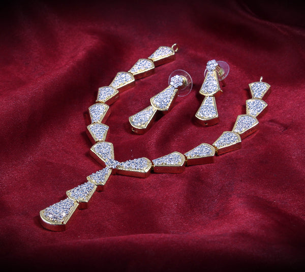 Full Neck Gold Plated White CZ Color Stone Short Necklace for Women