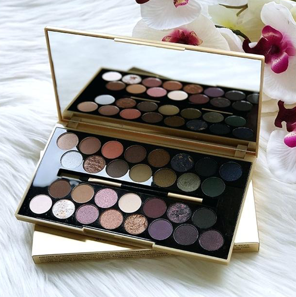 Favours The Brave Ultra 30 Eyeshadow Palette