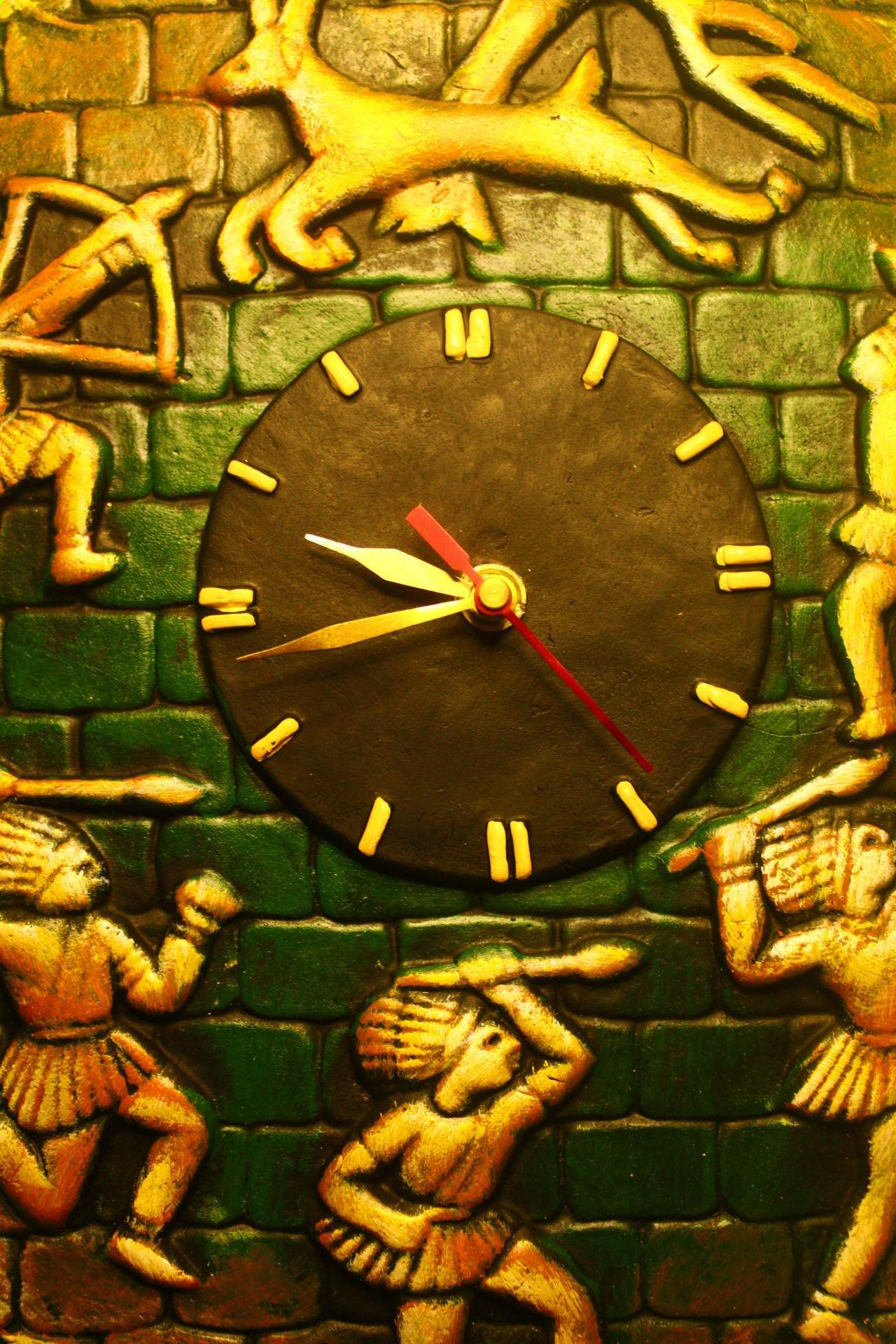 EthniCache Wall Clock Handmade Tribal Dance Terracotta Wall Clock