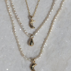Mini moon chain necklace