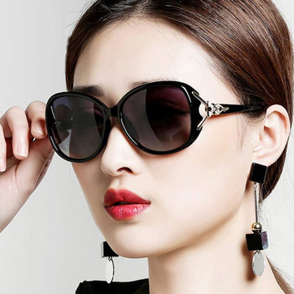 Women's Retro Design Sunglasses with Metal Decorations