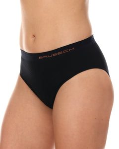 Women's briefs with built-in sport cycling pad