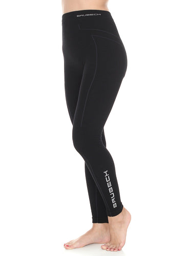 Women's warming EXTREME WOOL thermo full-length leggings. In the colour black, these high-waisted leggings feature grey shape enhancing lines down the side of the garment