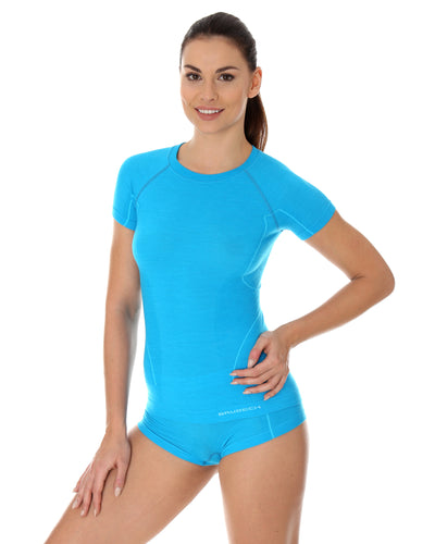 Women's warming ACTIVE WOOL short sleeve crewneck base layer. Woman modelling the Arctic light blue colour from the front.