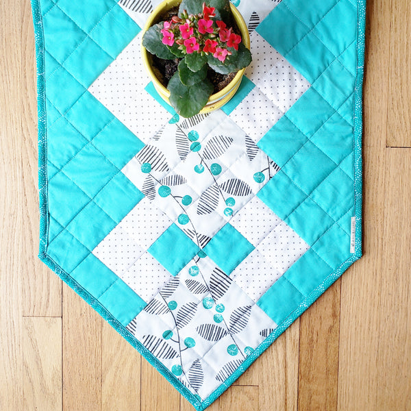 The Woven Trellis Table Linens Bundle Pattern