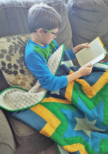 Load image into Gallery viewer, Modern Starburst Toddler Quilt