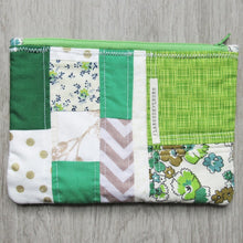 Load image into Gallery viewer, Retro Green Quilted Zipper Pouch