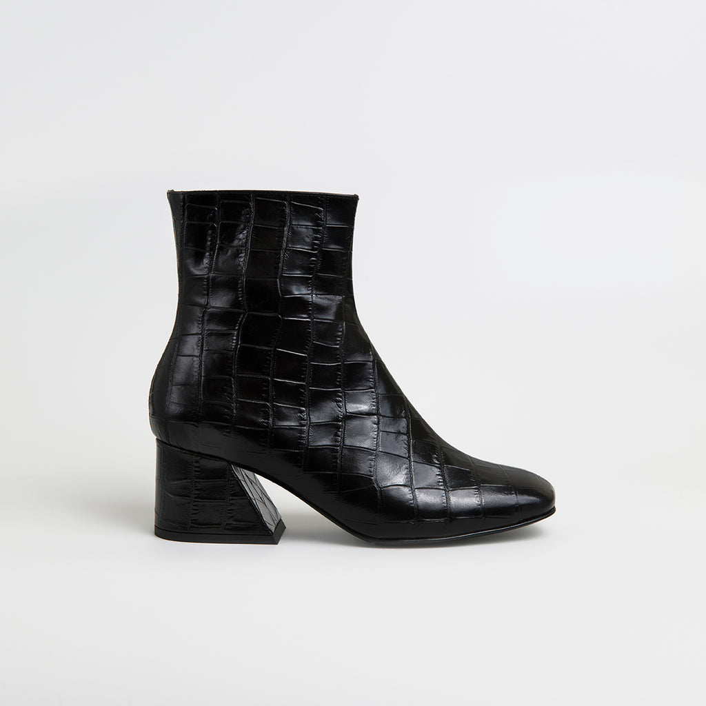 || SAMPLE SALE || DORIC - Black Leather Square Toe Boots