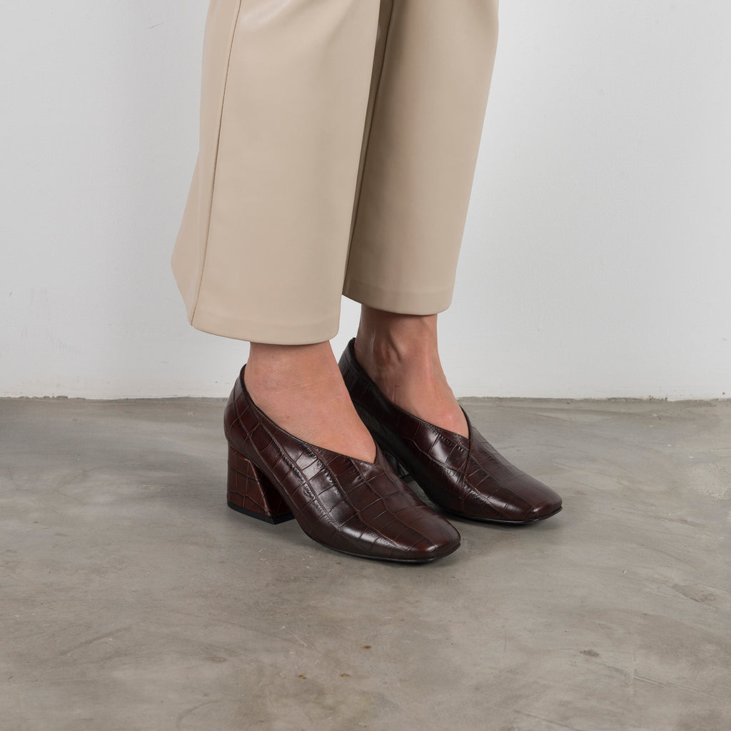 || SAMPLE SALE || DALE - Brown Leather Mid Heel Pumps