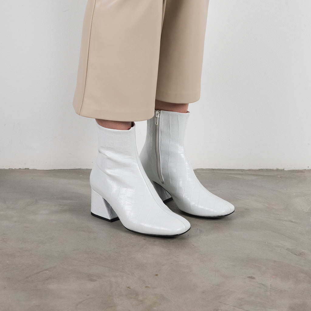 || SAMPLE SALE || DORIC - White Leather Square Toe Boots