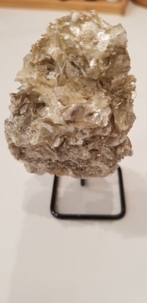 Golden mica mounted natural stone