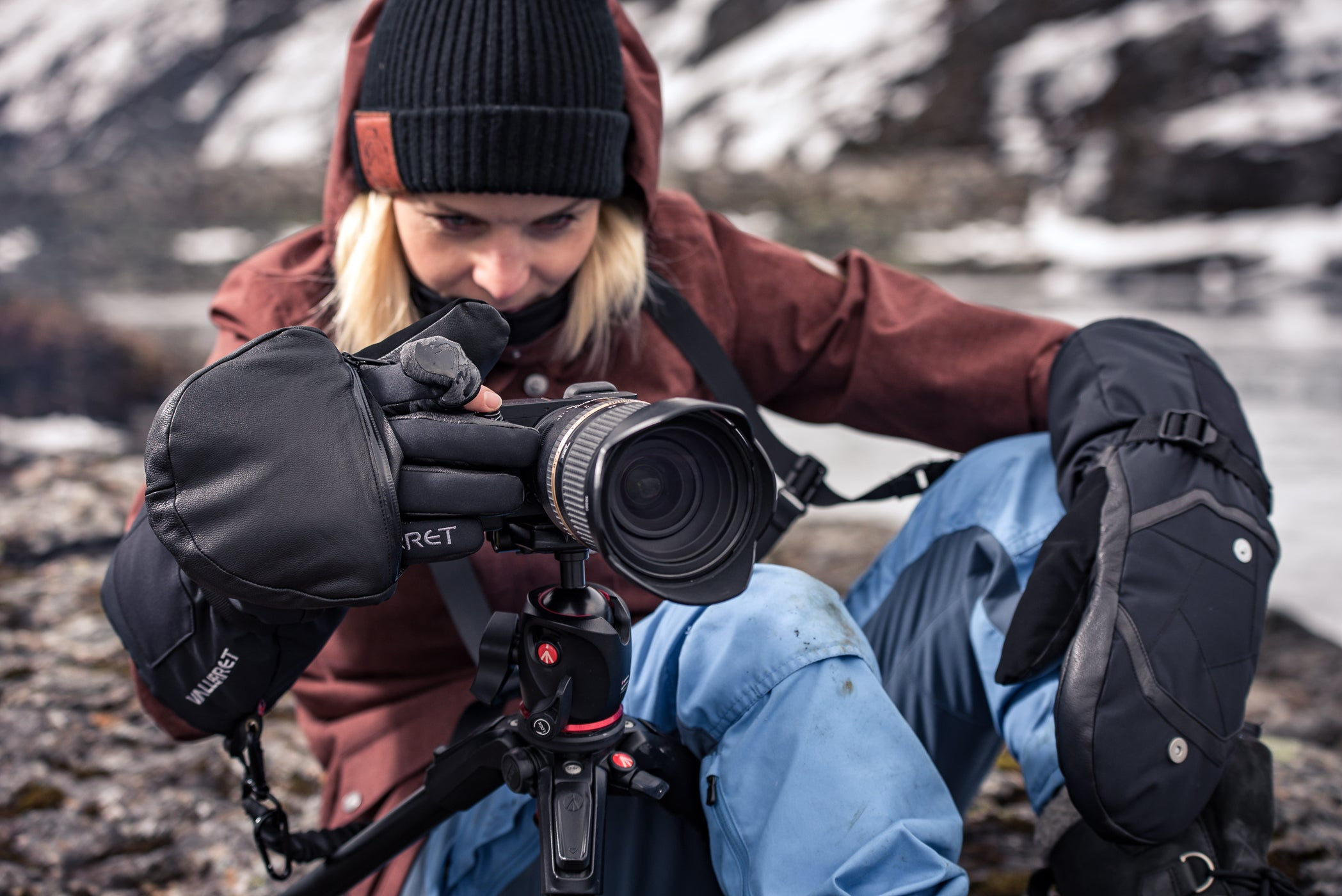 women wearing warm gloves for winter photography