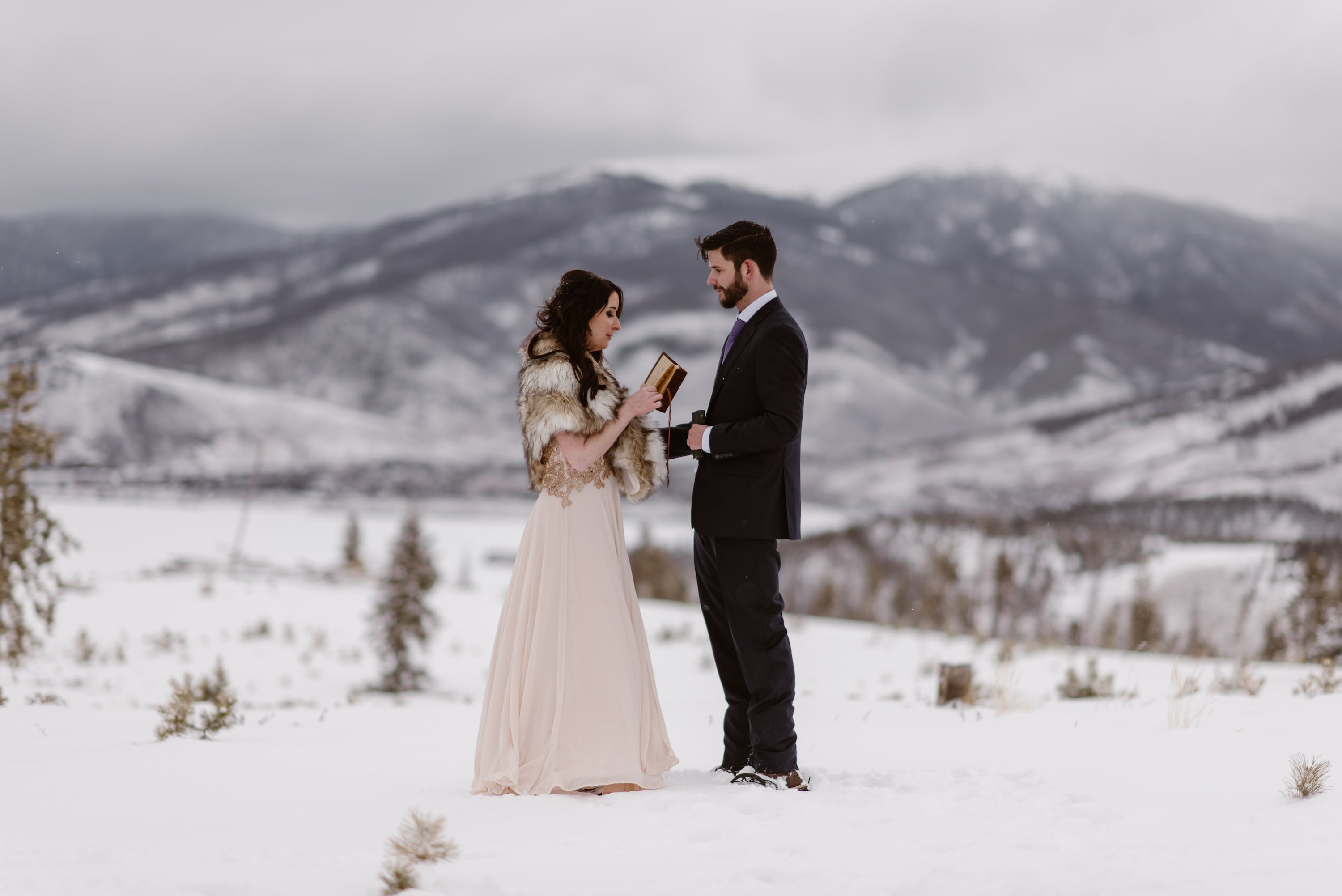 Wedding couple in outdoor winder wedding