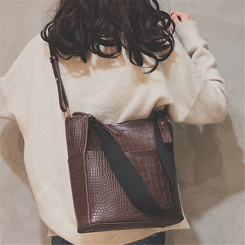 Fashion Crocodile Pattern Sloping Bucket Bag