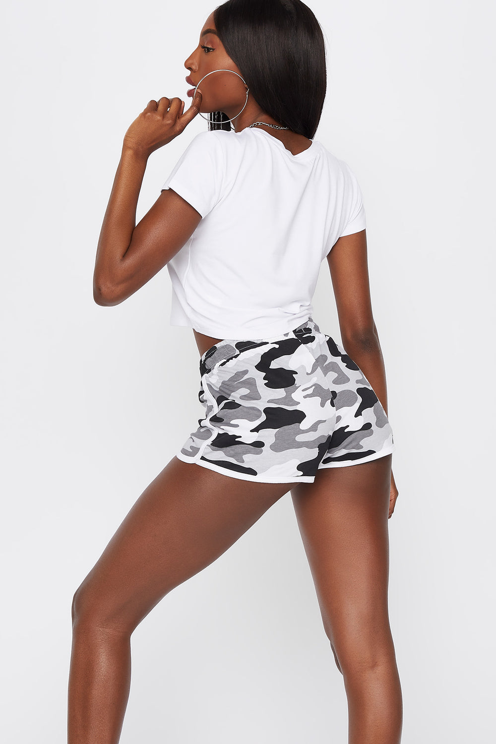 Soft High-Rise Drawstring Dolphin Hem Short Black with White
