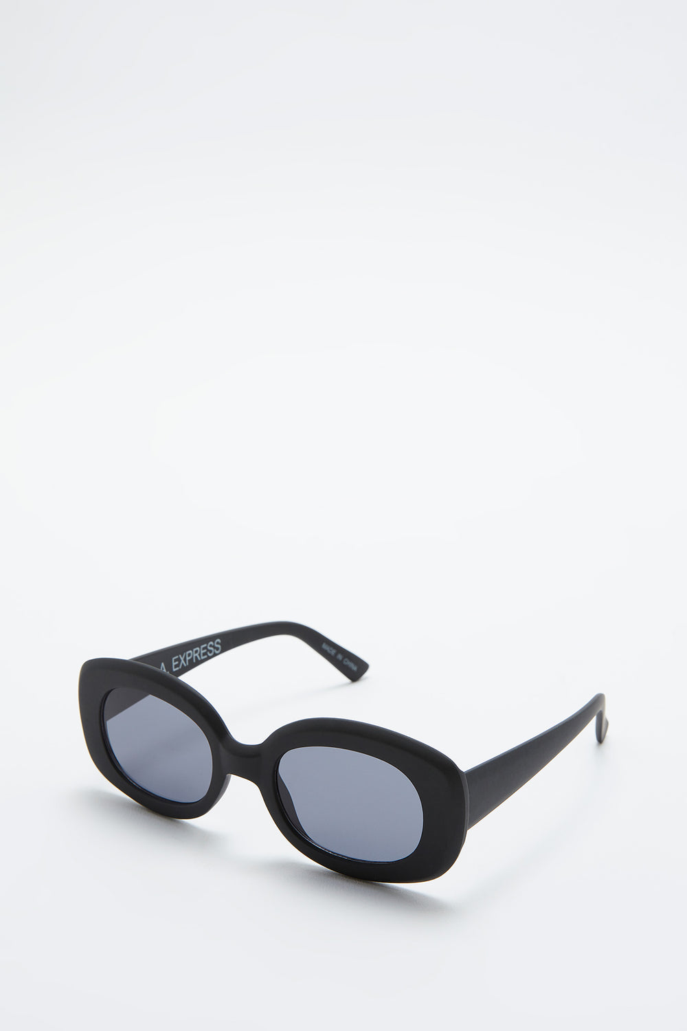 Matte Oval Frame Sunglasses Black