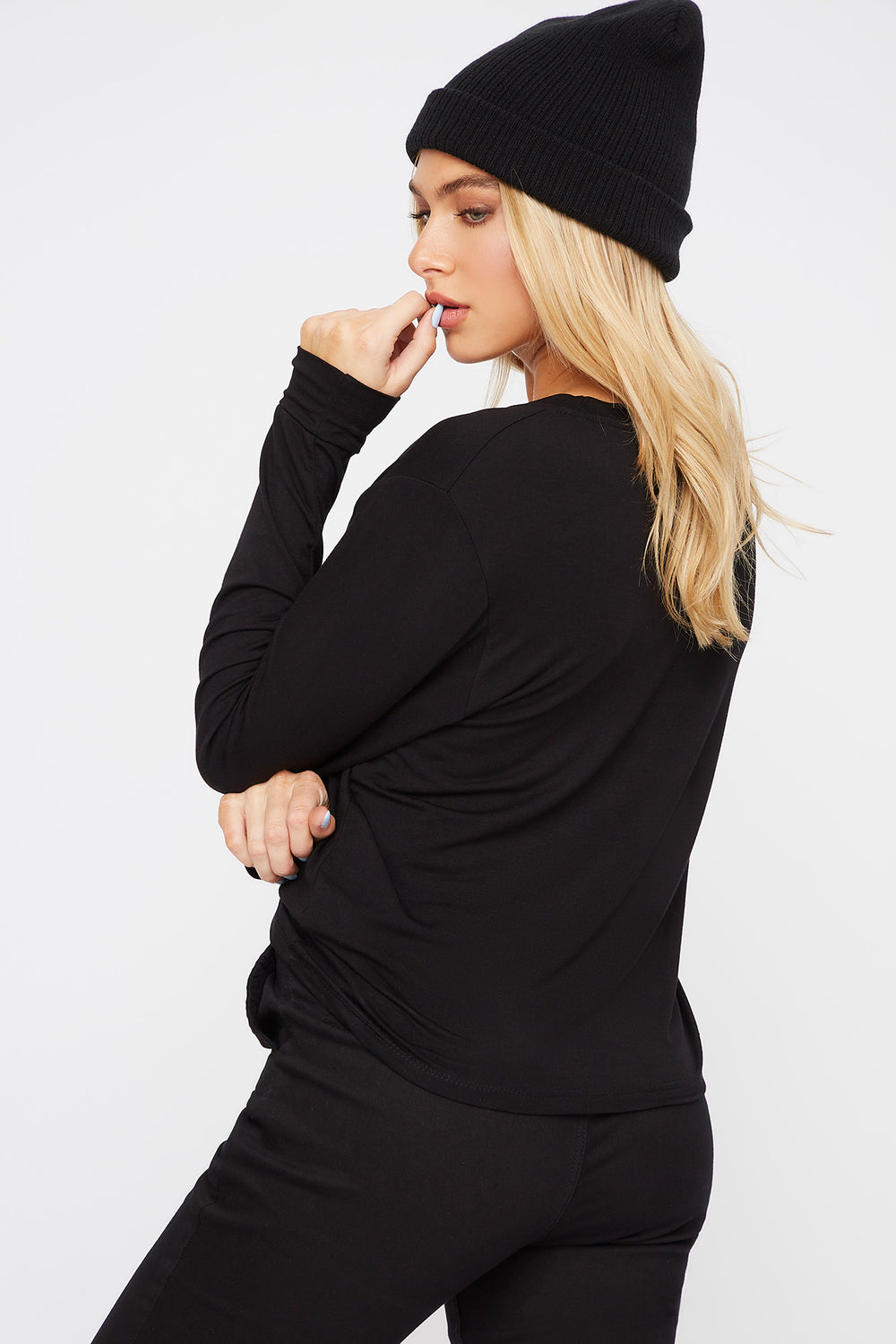 Scoop Neck Pocket Long Sleeve Black