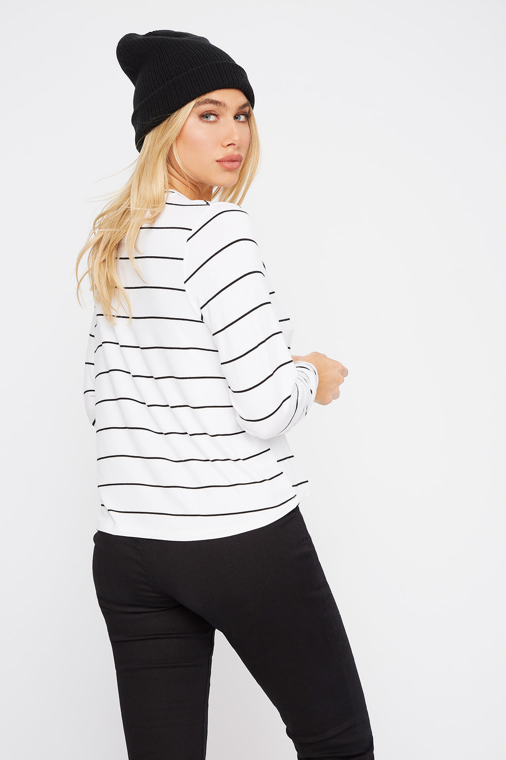 Scoop Neck Pocket Long Sleeve Black With White