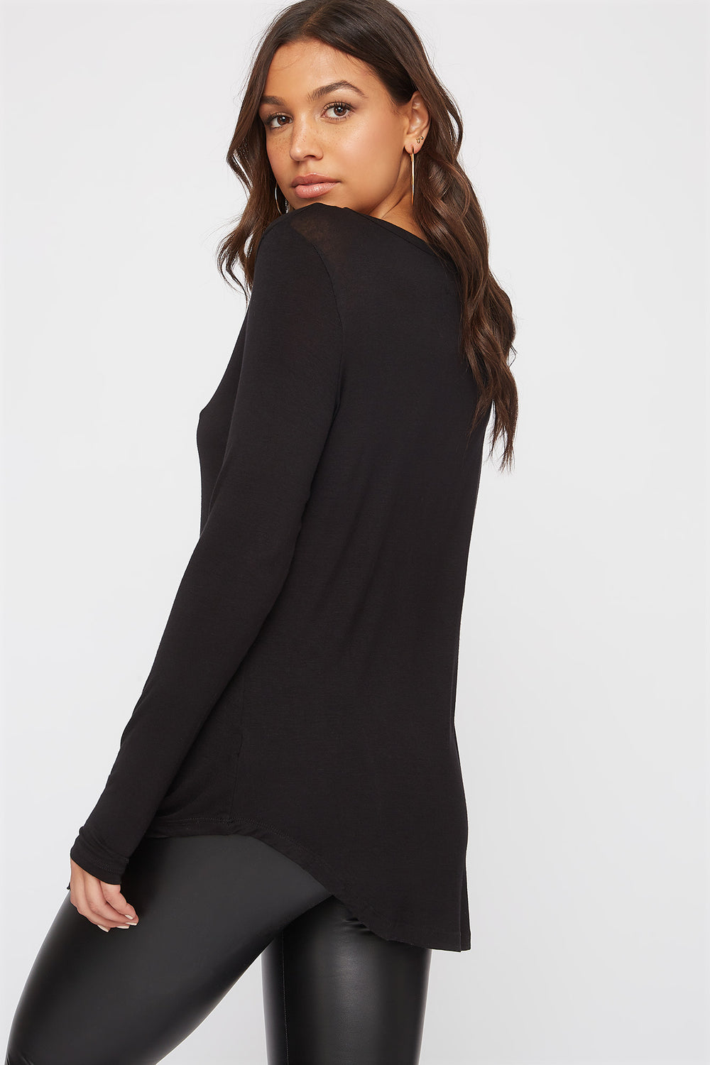 Top de Cuello en V Manga Larga Negro