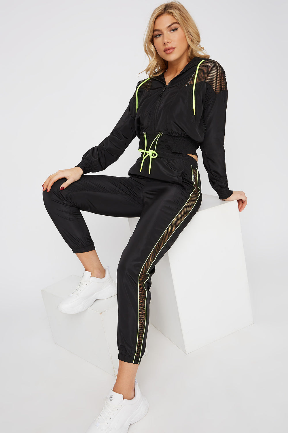 Net Insert Neon Piping Windbreaker Jogger Black