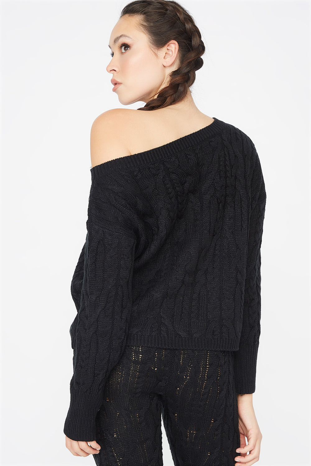 Relaxed Cable Knit Round Neck Sweater Black