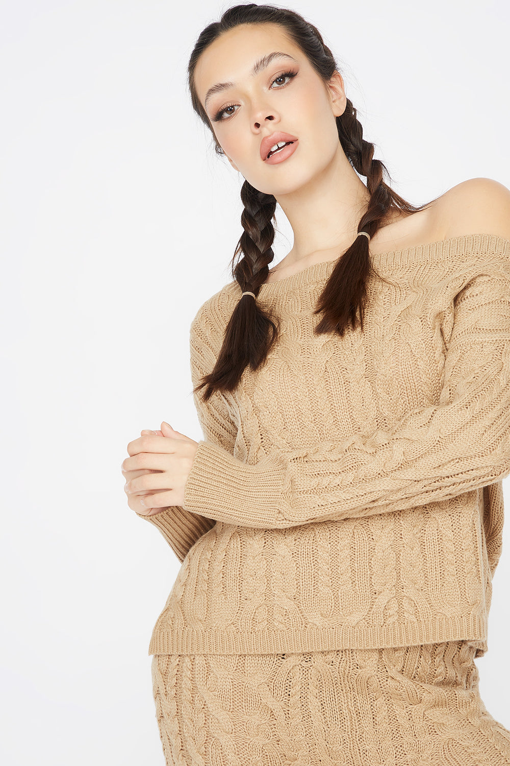 Relaxed Cable Knit Round Neck Sweater Camel