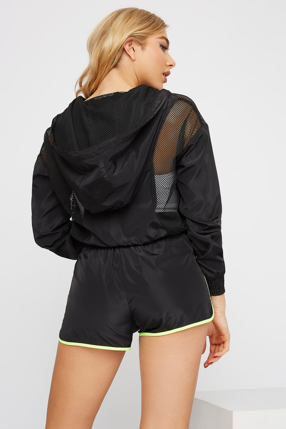 Net Insert Neon Piping Windbreaker Short Black