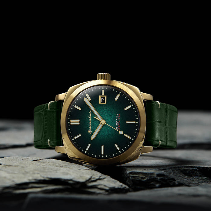 Spinnaker Hull Riviera Automatic Gold Green angled shot picture