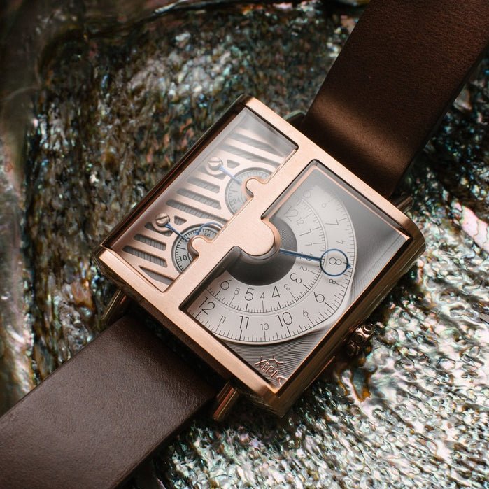 Xeric Soloscope SQ Rose Gold Brown angled shot picture