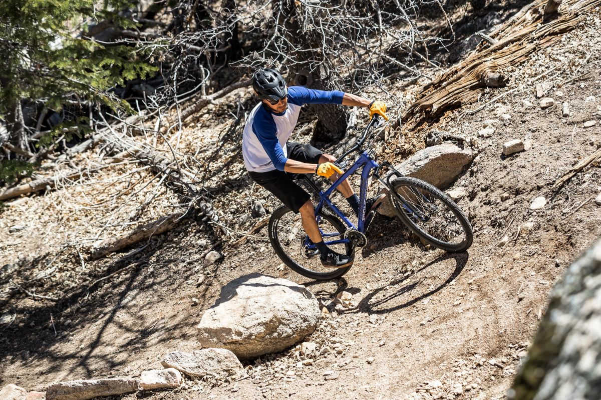Switchback Comp 27.5 biking uphill