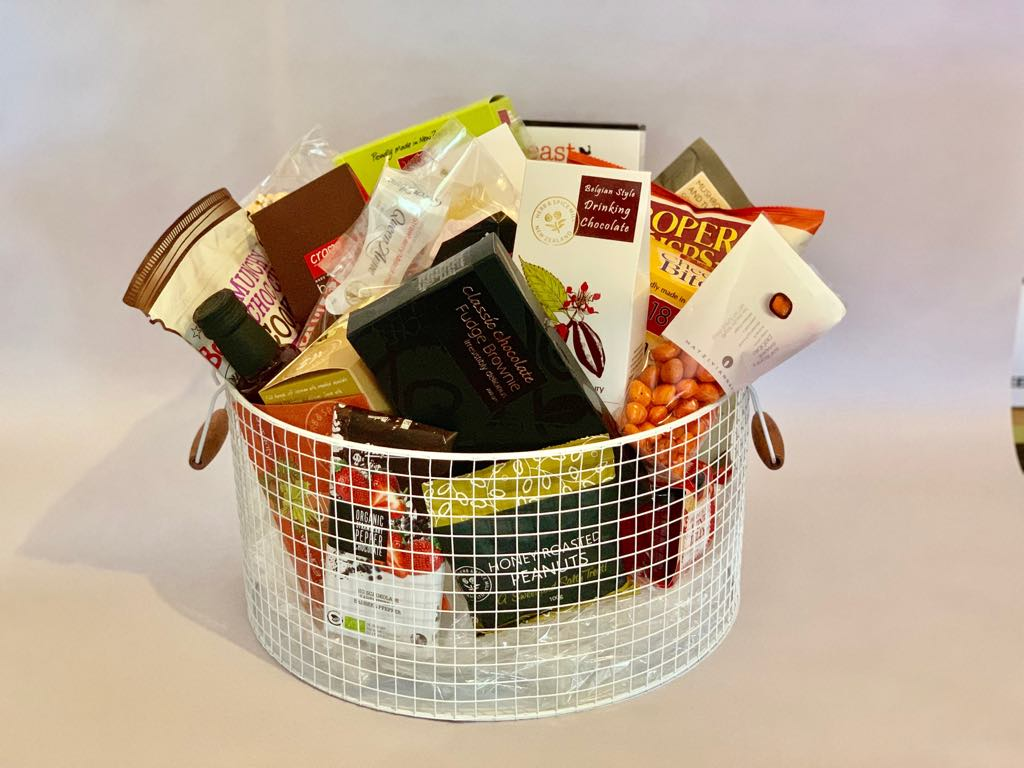 LARGE WHITE TIN HAMPER POT