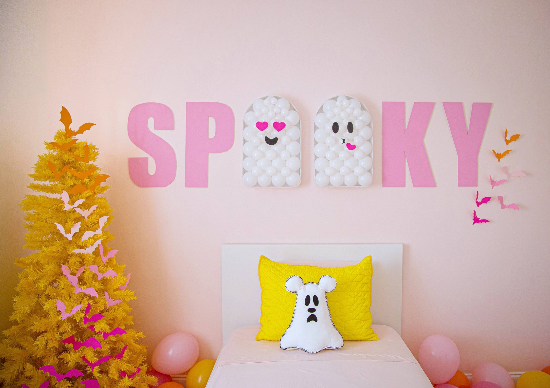 spooky halloween room with treetopia cute ghost Balloon Mosaic