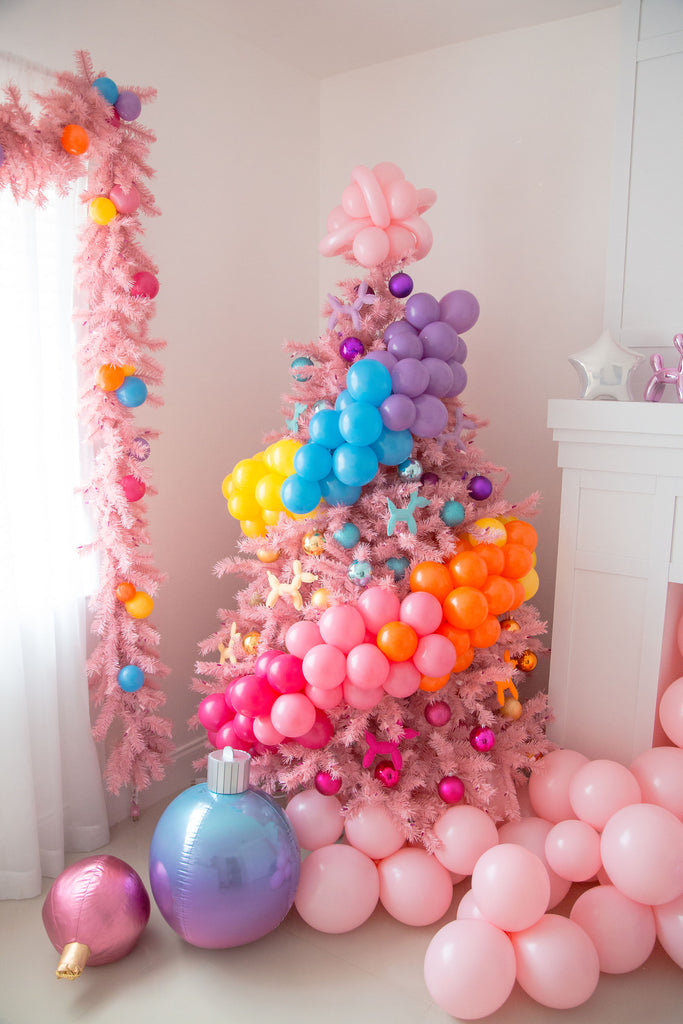 The Creative Heart Studio - Treetopia Pink Christmas Tree with Balloon Dog Ornaments - Pink Treetopia Garland with