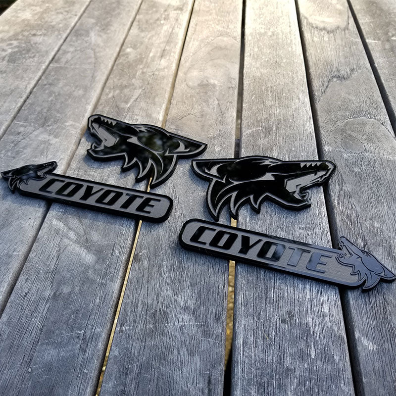 Howling Coyote Badge Set