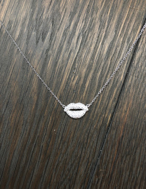 Pavé cz lips layering necklace