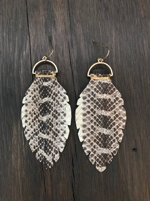 Snakeskin leather leaf earrings - gold