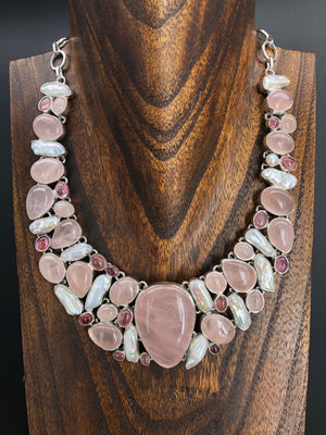 Rose quartz and freshwater pearl collar necklace