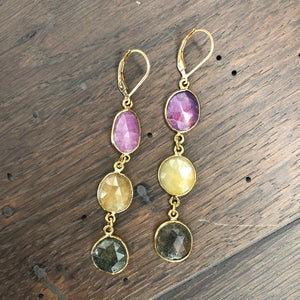 Faceted raw sapphire triple stone earrings - gold